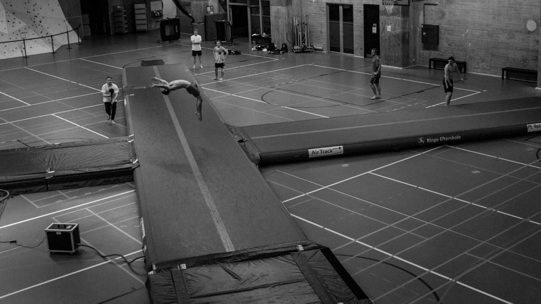 Hvorfor skal jeg vælge en airtrack frem for en konventionel trampolin?